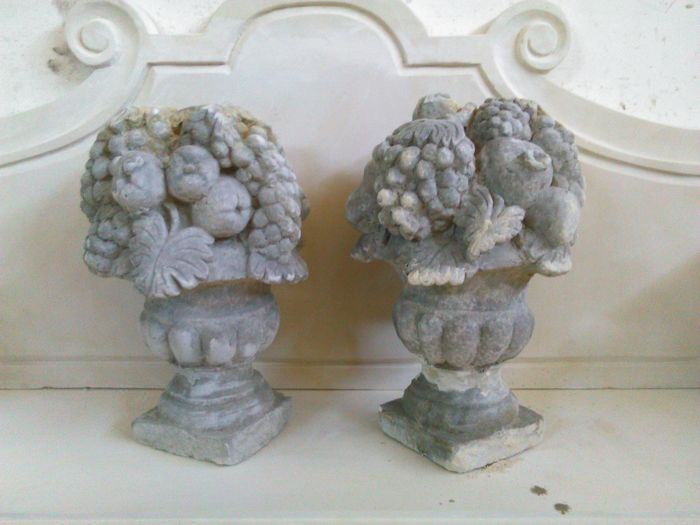 Pair of vases in stone grit - Italy - 20th century
