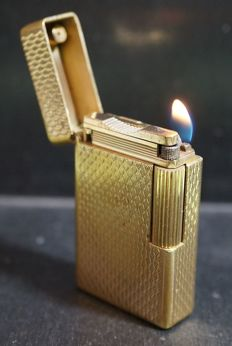 S.T.  Dupont lighter, gold plated, chequered pattern, France, late 20th century.