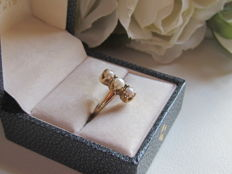 Trilogy gold ring with fine pearls.