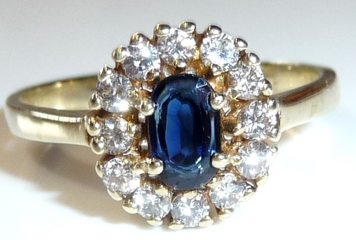 Ring made of 14 kt / 585 gold with 12 diamonds of 0.42 ct + 1 sapphire 0.50 ct  Ring size 56-57 / 17.8-18.1 mm
