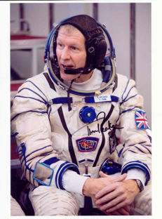 Uk astronaut Timothy Peake signed