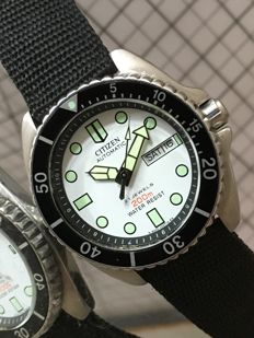 "Citizen ""Scuba Diver""  Cal 8200A – men's wristwatch – 1980's --- used, in near mint condition."