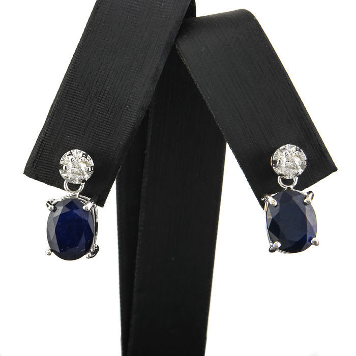 Pair of 18 kt/750 white gold earrings with sapphires and brilliant cut diamond - Length 21.20 mm (approx)