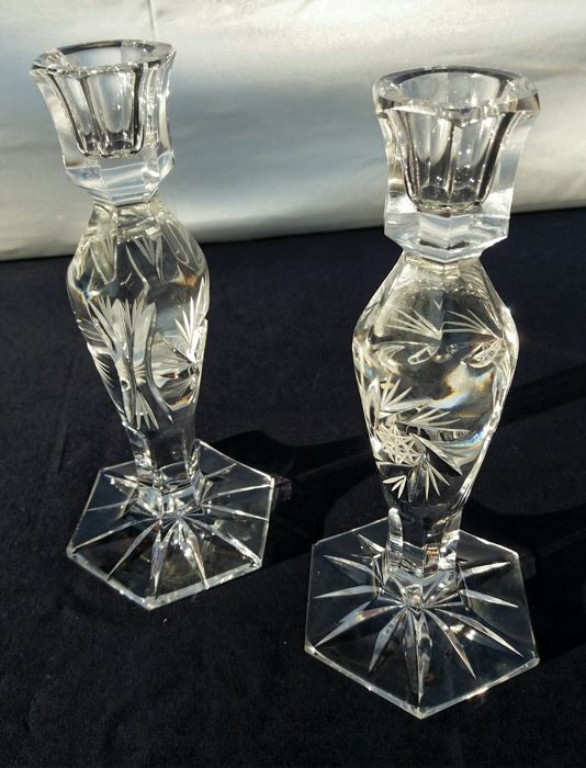 Lot of 2 candle holders in cut and chiselled crystal - Germany - ca. 1940.