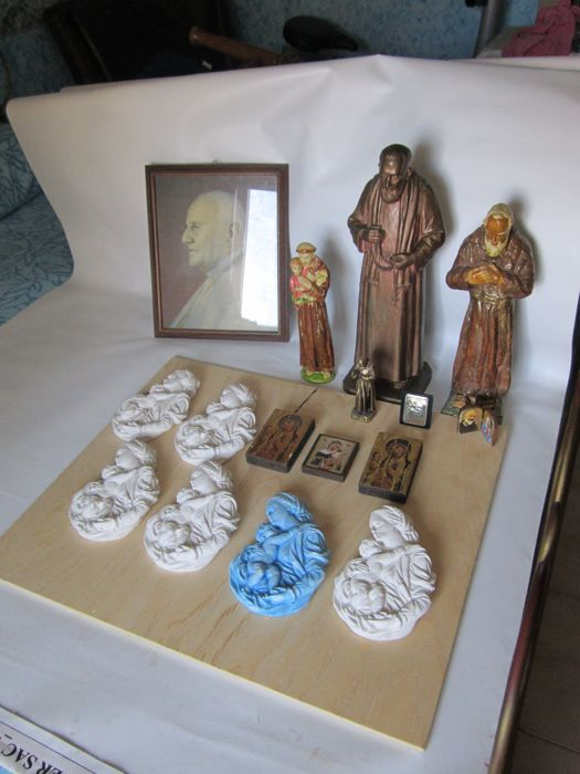Various devotional items made of plaster, wood, silver, icons - Italy - 20th century