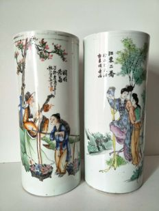 Famille Rose porcelain rouleau vases decorated with characters – China – circa 1920