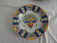 Tichelaar - Large wall plate with polychrome floral decor