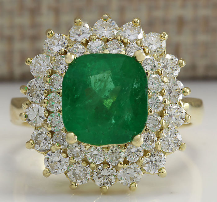 4.34 Carat Emerald 14K Solid Yellow Gold Diamond Ring - Ring Size: 7 *** Free shipping *** No Reserve *** Free Resizing **