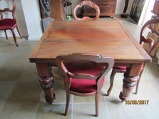 A mahogany fold-out dining table with four Willem III chairs, circa 1900