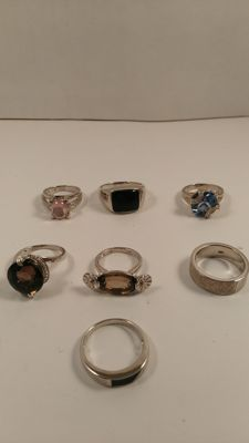 Lot of seven 925/1000 silver rings with natural gemstones. No reserve price.