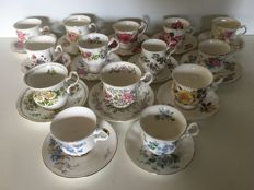 Lot with fourteen English cups and saucers