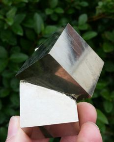 Pyrite Twin crystal floater - 7,5 x 5,5 x 5 cm - 298 gm