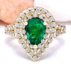 3.00 Carat Emerald 14K Solid Yellow Gold Diamond Ring  *** Free shipping *** No Reserve *** Free Resizing ***