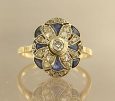 18 kt bi-colour gold ring set with sapphire, bolshevik and rose cut diamonds with a total of approx. 0.25 ct