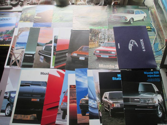 Car brochures (Mazda, including MX3/MX5/RX7/818/929, 30x, 1976-2000)