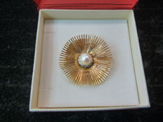 Women's brooch in 18 kt gold, weighing 20 g.