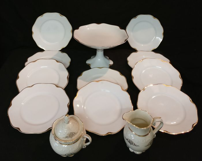 Carl Krister Porzellanfabrik Porcelain set with original gilding -10 plates, cake stand, 5 appetizer plates, as well as tea service, etc.