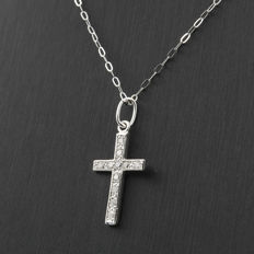 18 kt white gold – Cross-shaped pendant – Brilliant-cut diamonds 0.15 ct – Height of the pendant: 24.00 mm