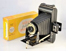 1937   KODAK  Brownie Six-20 Folding Camera.