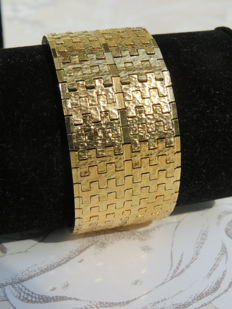 Wide, 18 kt gold-plated bracelet with safety clasp