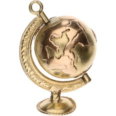 14 kt yellow gold pendant in the shape of a rotating globe – Length: