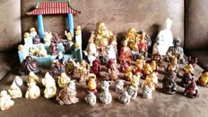 Lot with Buddha figurines and temple vintage