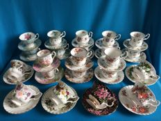 42-piece lot with Royal Albert porcelain, including a set of 8 gentleman's and 8 ladies cups and saucers