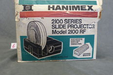 Beautiful Hanimex Slide Projector, model 2100 RF  Made in Ireland 1980 for universal and Rondex slide rack Includes 2 x Universal-Magazine, 1 Rondex Magazine for 120 Slides 85 mm Lens-   Lamp 24 volt -150 watt Handle