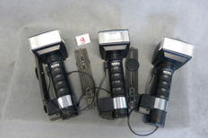 3 x Metz 45 ct-1 Flash, Battery flash units with bracket and flash cable, 3 x battery holder 2 x diffuser. Flash units have been tested with battery and are OK. With schedule for placement of batteries.
