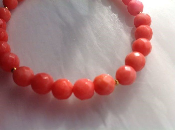 Coral bracelet with 18 kt/750 yellow gold clasp, 20 cm long