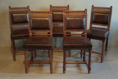 A set of five walnut Arts and Craft (dining room) chairs - England - c. 1870-1880