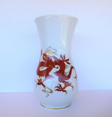 Wallendorf  - Large hand painted porcelain vase with Chinese red dragon motif and fine golden details.