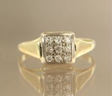 14 kt bi-colour gold ring set with 9 brilliant cut diamonds, in total approx. 0.18 carat, ring size: 17.5 (55)