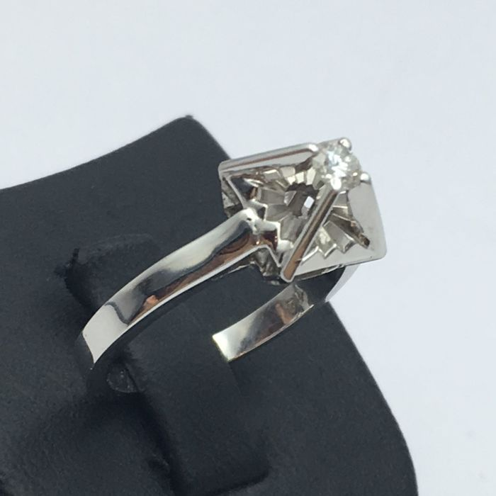 18 Ct Diamond Solitare Ring, 15.5 mm, 0.15 Ct Diamond