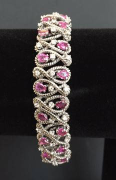 14 kt white-gold fantasy bracelet with diamonds and rubies of approx. 8.20 ct in total