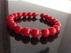 Bracelet made of red coral with a yellow gold, 18 kt/750 clasp, length 21 cm