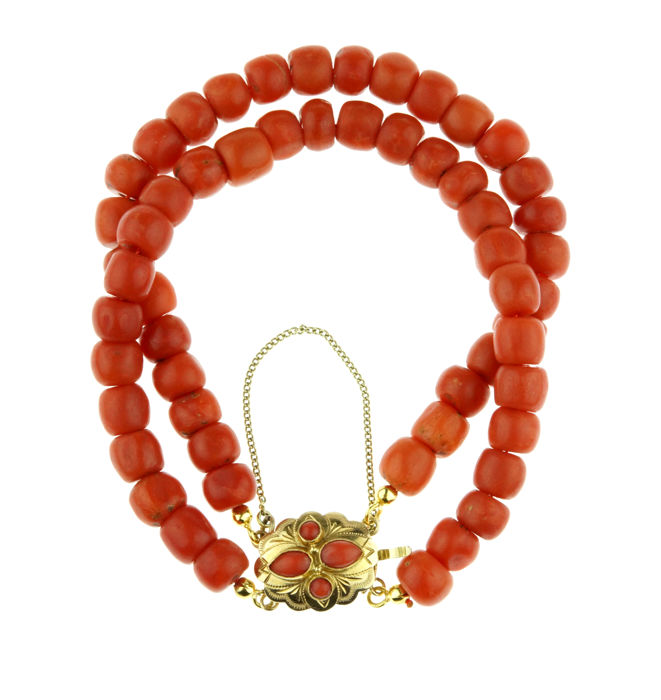 2-strand traditional Dutch precious coral bracelet with 14 kt gold clasp - large beads