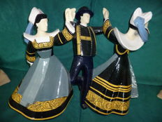 Large group of Breton dancers by Robert Micheau Vernez - height 42cm Henriot Quimper
