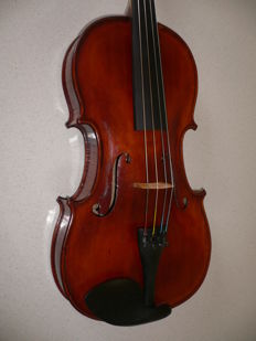 Old viola, ready to play