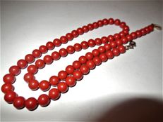 Old genuine coral necklace in the shape of pearls, Art Deco, 925 silver clasp, stamped