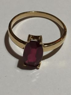 Cocktail ring in 18 kt gold, with a ruby of 2.57 ct, ring size:  17 (Tatum) or 57 (French) ***No reserve***