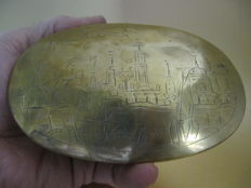 Engraved copper tobacco box with cityscape of Amsterdam, 18th century.