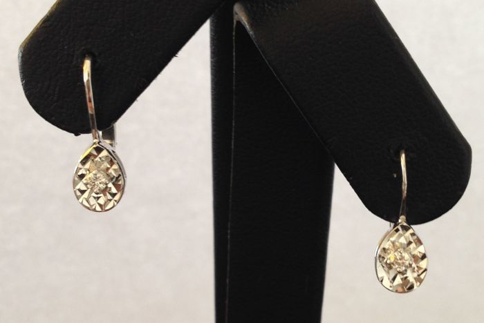 18 kt white gold earrings with 0.07 ct diamonds - 1.5 cm