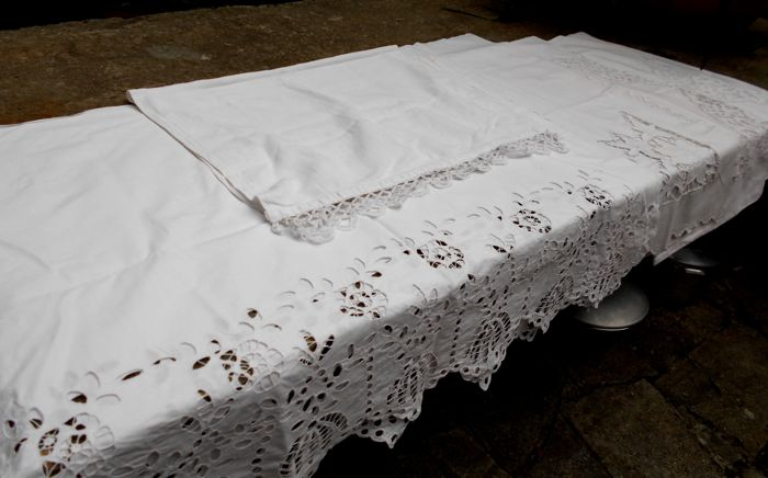 Lot consisting of antique household linens