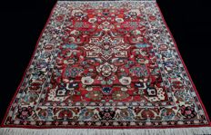 Antique vintage ISPAHAN from Iran,  approx. 500,000 knots/m², 195 x 155 cm, first half 20th century, Excellent condition,  Private collection, , certificate included