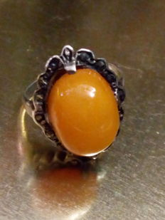 Silver Art Deco ring with marcasite and Amber, 1940s.