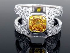 Ring with brilliant cut diamonds 1.00 ct - decorated with a yellow orange diamond 1.20 ct and