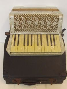 Mariani Fratelli accordion In Case