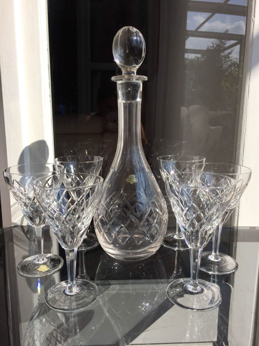 A decanter and 6 glasses in finely crafted crystal