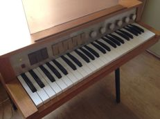 Vintage PHILIPS Philicorda GM752 (1967) - Portable 60s Organ in top condition - complete with base and volume pedal
